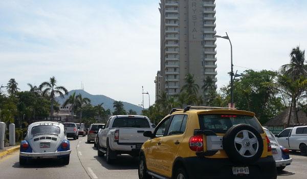 Trafico-en-la-Costera-Acapulco
