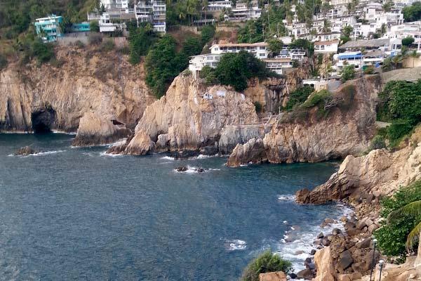 Cueva-del-Diablo-Quebrada-Acapulco
