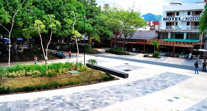 Zócalo de Acapulco queda libre de ambulantes
