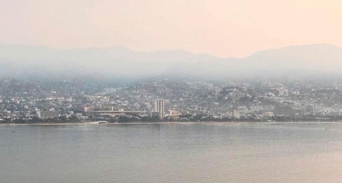 Humo de incendio en Chilpancingo llega hasta la bahía de Acapulco
